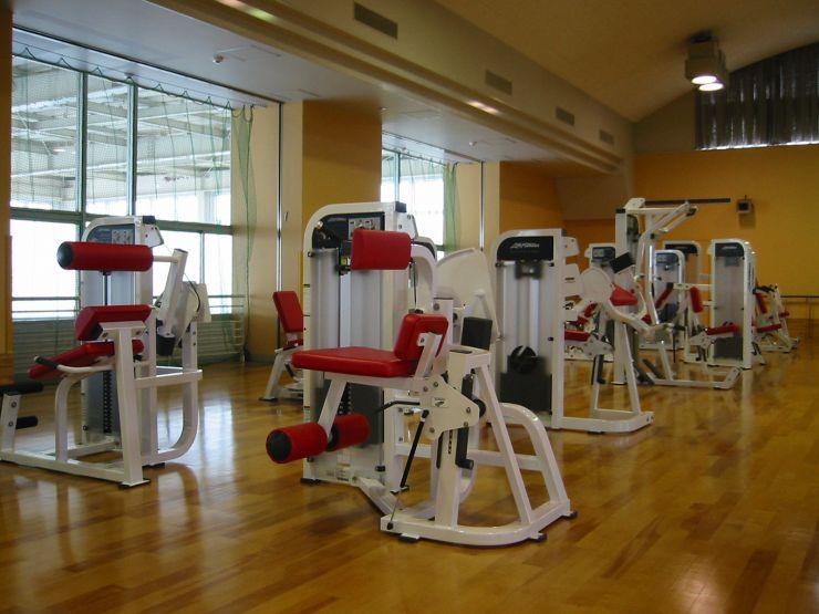 筋力向上訓練(トレーニングマシーン)